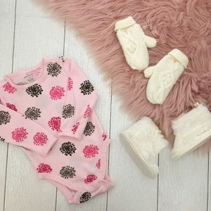 🌸3/$30🌸 Old Navy onesie with gloves and booties